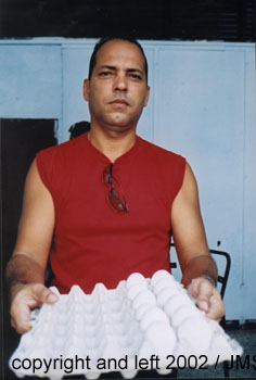 bye bye Havana / photo album / hombre con huevos